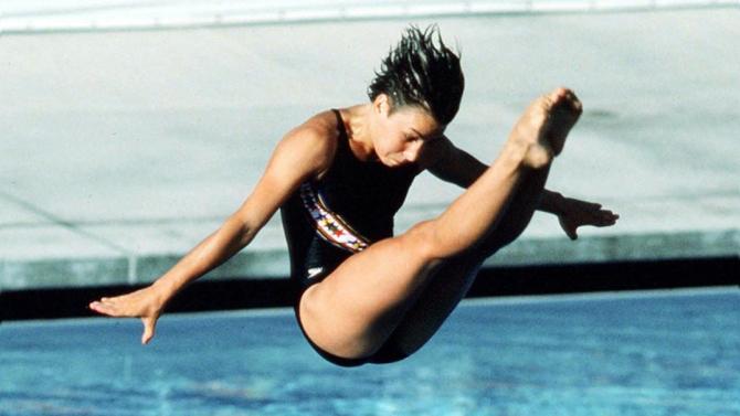Sylvie Bernier réalisant son plongeon (Tremplin 3 m F.) aux J.O. de Los Angeles 1984 qui lui a valu la médaille d'or.